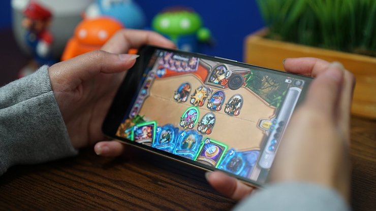 Mobile gaming online