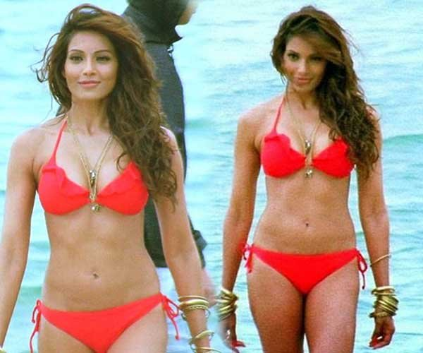 Bipasha Basu bikini