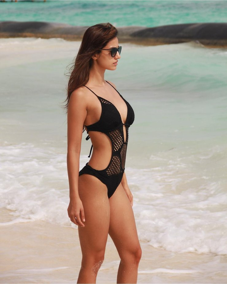 Disha Patani Keeps Fans At Home For Quarantine With Her Hot Looks