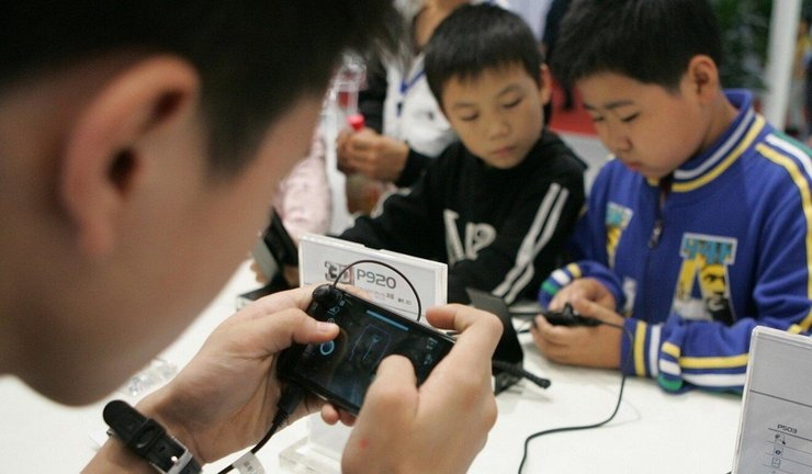 Tech-savvy minors can find fake IDs for gaming accounts by searching on local e-commerce platforms. Mobile Games